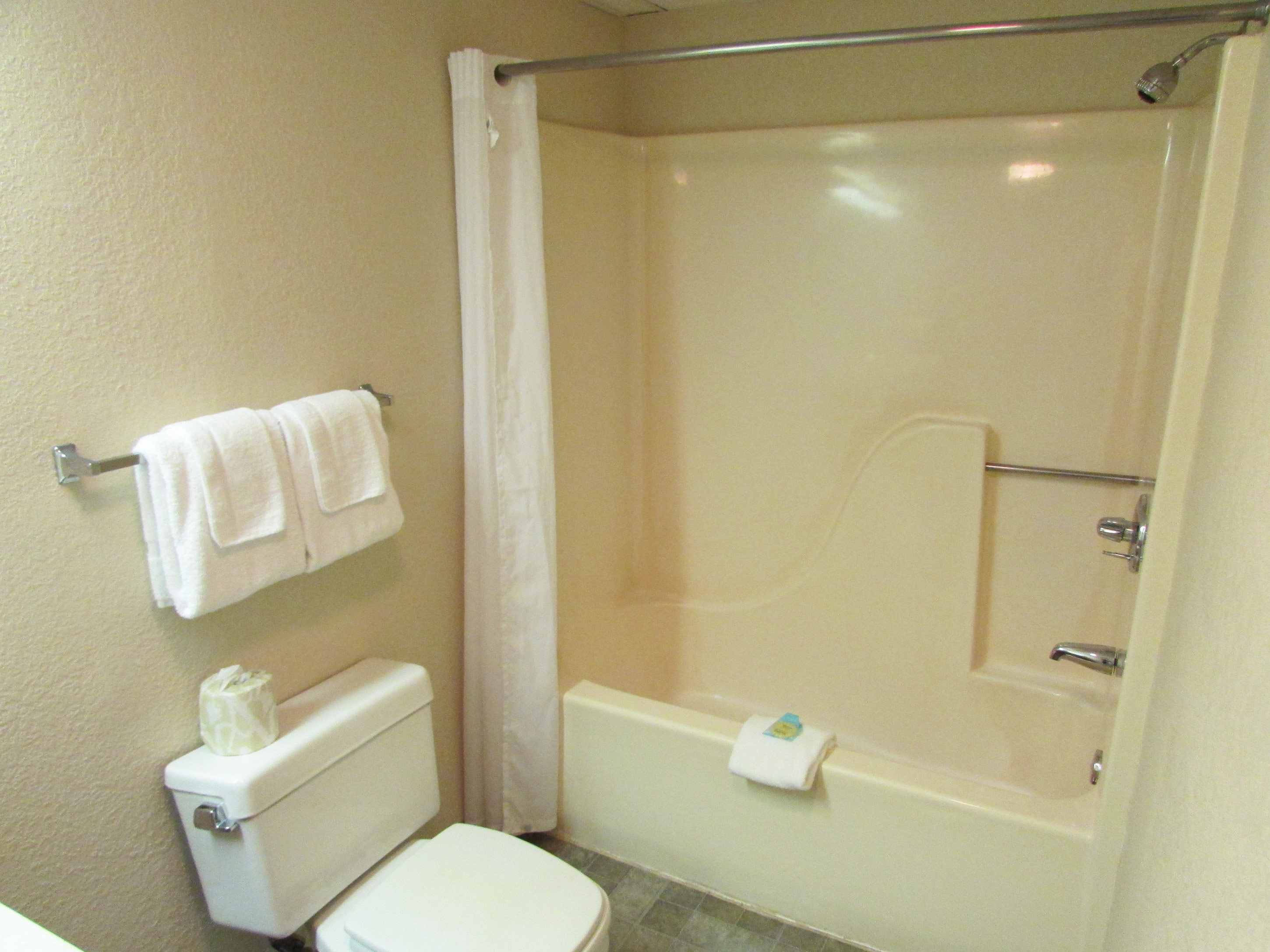 Family Plus Suite - 2 bathrooms and three vanities