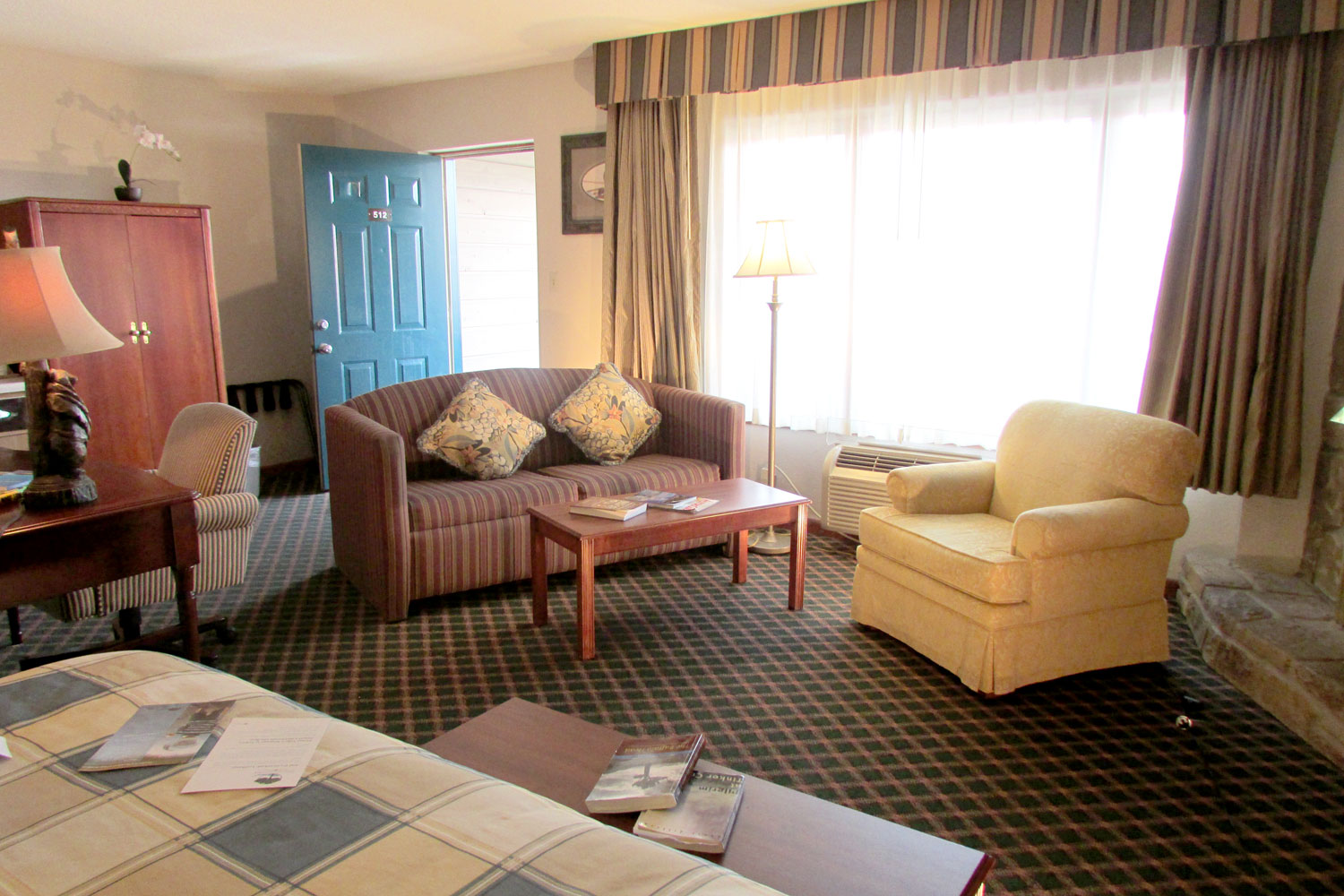 renovated jr king suite in pigeon forge hotel next to the island