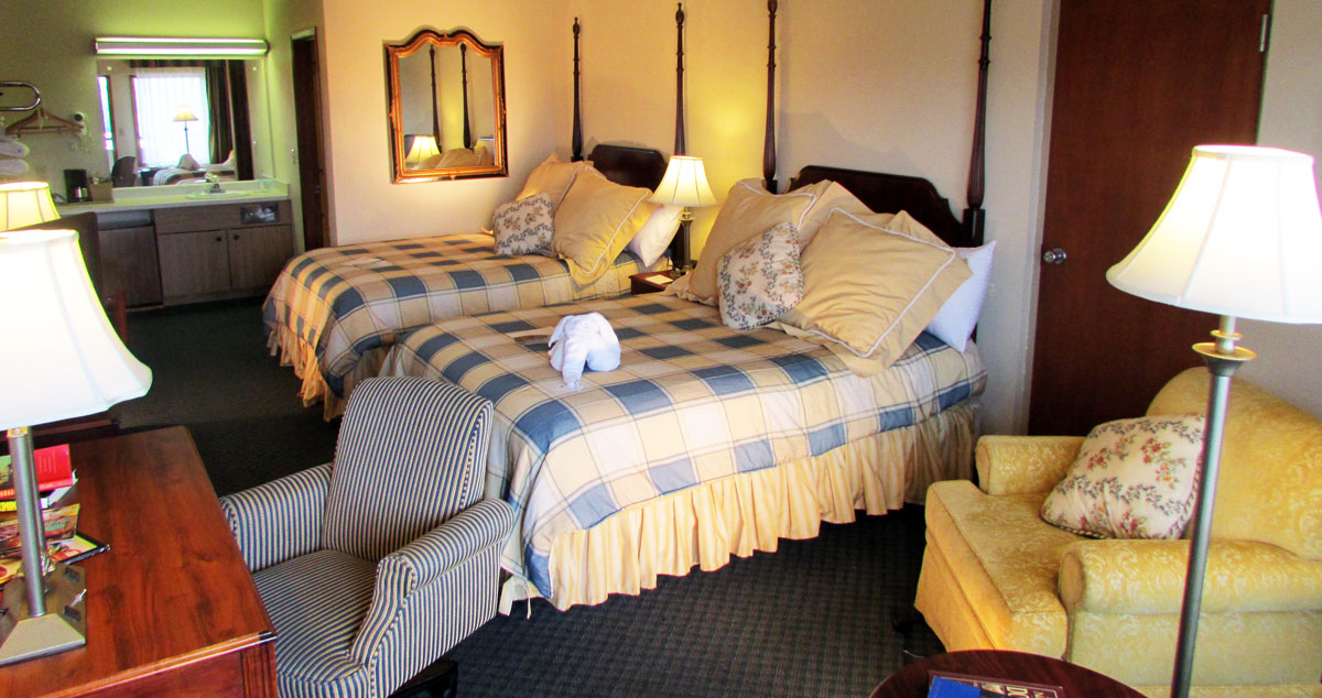 Renovated Luxury Room at 2 star hotel in Pigeon Forge - Arbors at Island landing