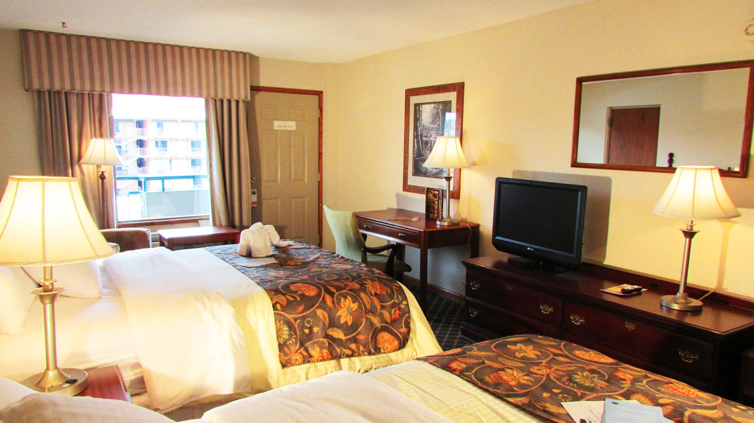 arbors at island landing hotel suites pigeon forge